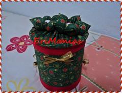 *-* Lata decorada Natal *-* (EriManias) Tags: natal de flor fuxico reciclagem decoração tecido latas recicladas revestidas