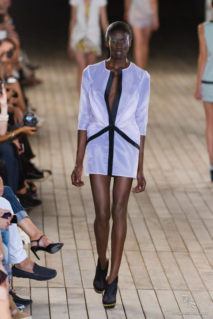 Amaya Arzuaga Ready To Wear Paris Fashion Week S/S 2012