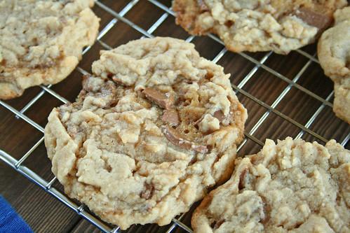 Hershey Caramel Kiss Peanut Butter Cookies4