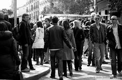 22/365  Multitud (By  Jess Jimnez) Tags: madrid viaje people byn canon photography gente bn jc 365 jess rastro viajar robados 365days eos450d 450d robandoalmas canon450d 365das canoneos450d jessjimnezcarceln robandlmas jessjcphotography