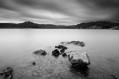_DSC0310 (G.V Photographie) Tags: longexposure blackandwhite bw lake water clouds landscape nikon ruins rocks eau noiretblanc lac filter nuages paysage rochers 1224 ruines filtre poselongue murdebretagne guerldan nd106 d3000 bretagnne