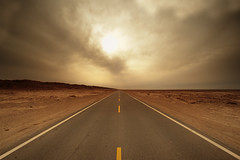 [フリー画像素材] 建築物・町並み, 道路・道, 暗雲, 風景 - 中国・中華人民共和国, シルクロード ID:201110240000