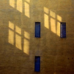 Windows (Fraila) Tags: wall 50mm nikon shadows nikkor vinduer 18f skygger d80 husmur