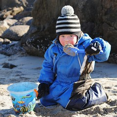 Sand for lunch (leifolsen) Tags: boy playing norway barn lunch norge kid spring sand child vr lunsj leker gutt senjaisland