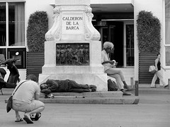 Cmara Indiscreta/Candid Camera (Joe Lomas) Tags: poverty madrid street leica urban espaa public real photo calle spain nap foto photographer sleep candid poor dream beggar snooze siesta reality streetphoto urbano pobre doze dormir crutch muleta durmiente sleeper indigente sueo mendigo fotografo dozing pobreza indigencia durmiendo urbanphoto publico mansleeping realidad callejero cabezada limosna robados calderondelabarca realphoto hombredurmiendo necesitado pordiosero limosnero fotourbana fotoenlacalle dormitando fotoreal leicaphoto sueourbano urbansleep 4tografie