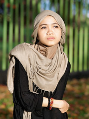 #850C2282- Evening Lestari (crimsonbelt) Tags: portrait beach evening hijab balikpapan lestari kemala sal135f18za