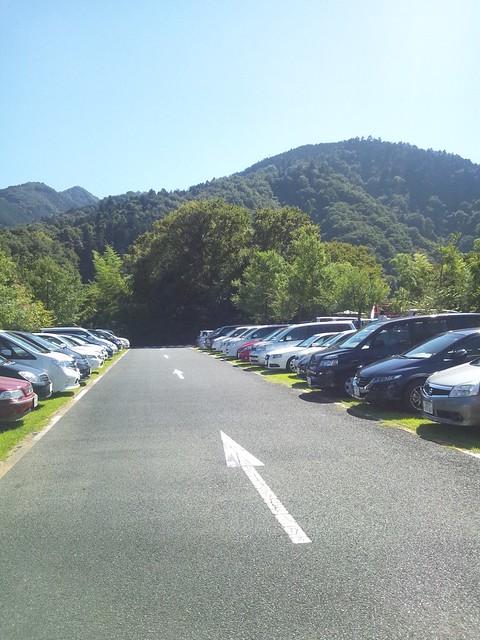 神奈川県立あいかわ公園の駐車場の写真