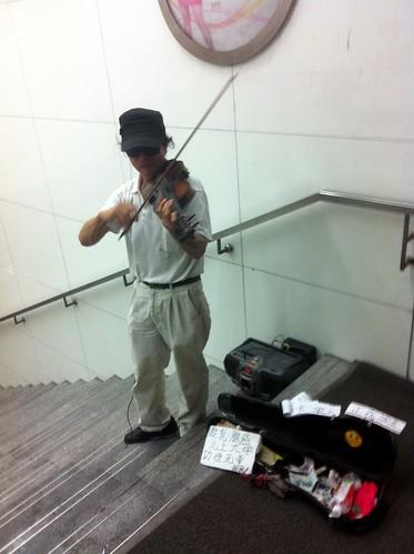 的Violinist Busker