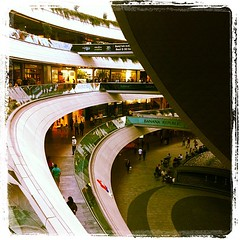 Kanyon (Mehrdad Rajabi) Tags: mall turkey istanbul iphone kanyon   iphone4  iphoneography instagramapp uploaded:by=instagram