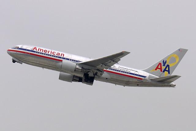 American Airlines Boeing 767-223 (N320AA)