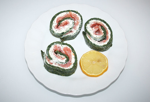 24 - Spinat-Lachs-Rolle / Spinach salmon role - Serviert