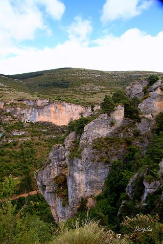 Aux abords de la Grotte de Dargilan