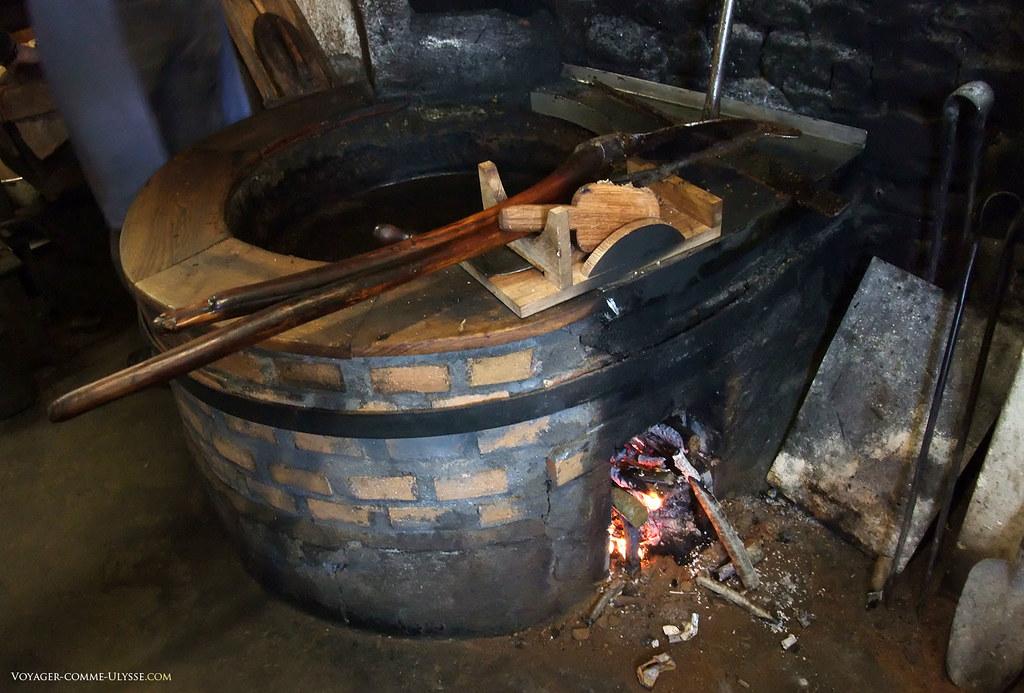 Il faut allumer le feu sous la poêle