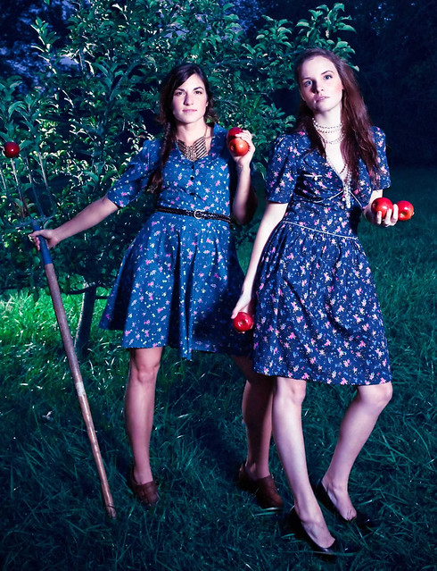 DOCICA September fashion shoot woods girlsmeredith and erin holding apples in the fiel IMG_9286