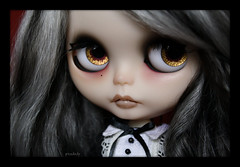 Malice's gold/red eyezz