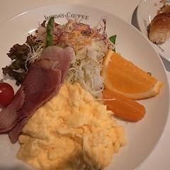 朝ごはんはイノダコーヒーにしました。京の朝食後セット。ヒトの話し声、食器の音、いい感じ。