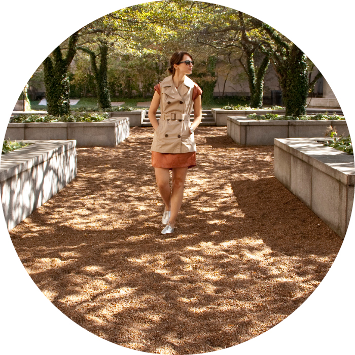 dashdotdotty, sleeveless trench, dress layers, how to wear, shiny oxfords, park photos, outfit blog