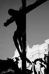 LA FE, (J M. Prez lvarez) Tags: espaa luz andaluca spain nikon europa europe flickr huelva d70s paso ritual guante cristo mara madre imagen dolor promesa tradicin celebracin cofrade bacalao procesin rito penitencia incienso religin naveta olor guiones devocin cofrada hermandad imaginero incensario ciriales bandadecornetasytambores cruzdegua flickriver d300s semanasantadehuelva bqueen31 joslvarez ssdh josmanuelprezlvarez