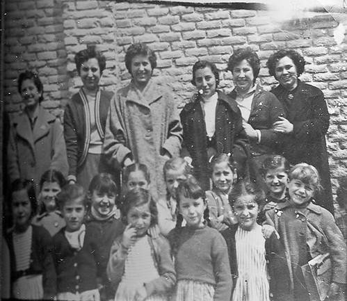 Catequistas y niñas.