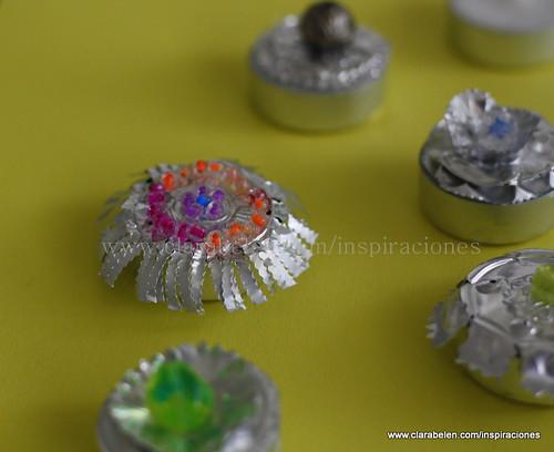 Cajitas hechas con las cápsulas de velas gastadas