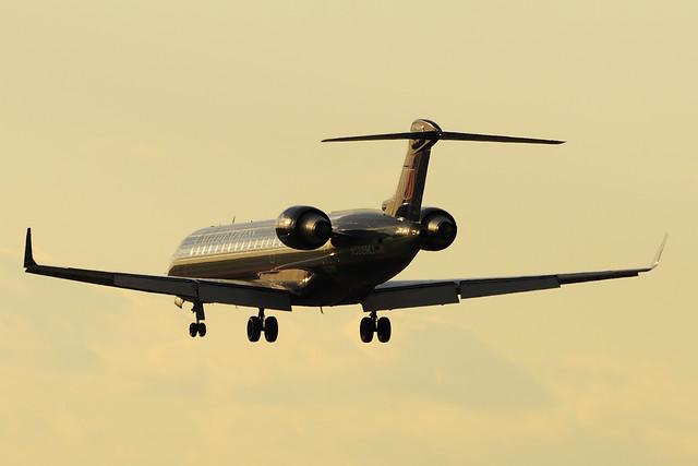 United Express (Mesa Airlines) Canadair CL-600-2C10 Regional Jet CRJ-701ER (N505MJ)