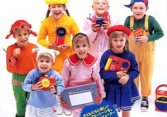 Kinderen met My First Sony (BeeldenGeluid) Tags: museum radio ads walkman reclame retro gadgets collectie archief objecten beeldengeluid myfirstsony nederlandsinstituutvoorbeeldengeluid