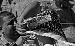 Wadi Rum - Showing how to 2 (Magh) Tags: jordan southjordan southernjordan sørjordan middleeast midtausten midtøsten wadi wadirum wadiqamar valleyofthemoon moon moonlandscape månelandskap månedalen surface desert ørken sand sandørken nature natur واديرم واديالقمر redsand raudsand rødsand rødt red raudt head ghutrah غترة ḥaṭṭah حطّة mashadah مشدة shemagh شماغ كوفية kūfiyyah howto korleis how hvordan clothing headgear showing bedu beduin man mann people folk men tøy tøystykke