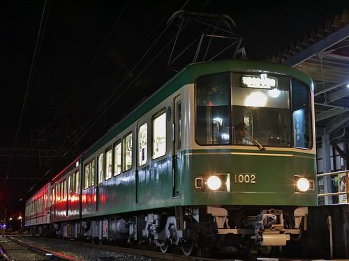 江ノ電1002F+1501F稲村ヶ崎行き最終電車@長谷