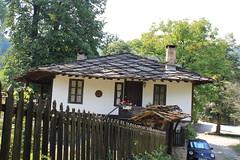 IMG_2097 (bernadetteetroussi) Tags: village bulgaria maison balkan bulgarie    bojentsi
