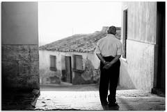 Daily life II (Antonio Carrillo (Ancalop)) Tags: life street old city bw espaa white man black art blanco canon 50mm spain europa europe dof bokeh mark 14 negro ciudad daily murcia ii vida 5d lopez antonio hombre carrillo diaria aledo ancalop