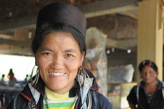 A smile is all we need (Huey Yoong) Tags: portrait woman smile lady highlands asia southeastasia village vietnam sapa laochai environmentalportrait peopleportrait hmongtribe northvietnam nikkor18200mmvr sooc straightoutofcamera nikond300