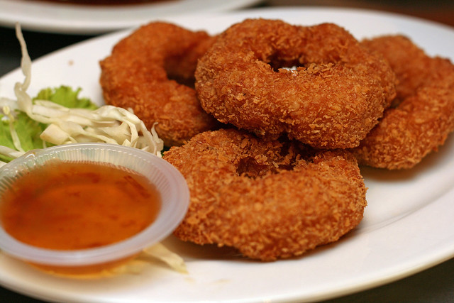 Thod Mun Kung (S$10) - Deep Fried Prawn Cakes