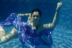 Jocelyn Pedraza (hugo.sergio) Tags: water pool sergio swimming agua nikon dress jocelyn bajo under hugo bolsa vestido rodriguez pedraza montalvo alberca d300 acuatica acuatic dicapac