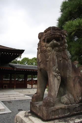 狛犬 / Pair of stone guardian dogs