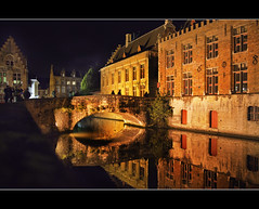 Bruges di notte (davidevolpi (thanks for 1 million more views)) Tags: night bruges belgio bestcapturesaoi elitegalleryaoi mygearandme mygearandmepremium mygearandmebronze mygearandmesilver mygearandmegold mygearandmeplatinum artistoftheyearlevel3 artistoftheyearlevel4 artistoftheyearlevel5 artistoftheyearlevel6