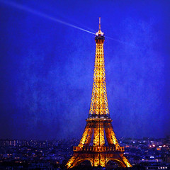 BLUE HOUR (1crzqbn) Tags: blue paris color texture yellow square cityscape nightshot latoureiffel 7d bluehour ie shining sincity deepavali theeiffeltower hss simplybeautiful artdigital idream innamoramento ladamedefer memoriesbook focus52 52weeksproject awardtree lacompla