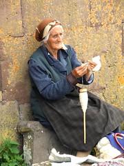 si fila la lana...... (g.fulvia) Tags: people lana donna armenia lavoro anziani mestieri monasteri noraduz filarelalana