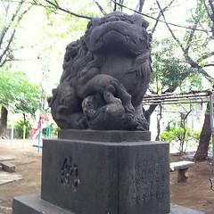 狛犬探訪 大正四年九月建立の銘 阿吽とも子連れ