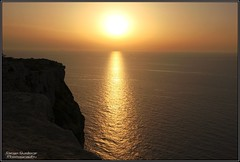 Tramonto Albero Sole (Lampedusa) (DiegoGuidone) Tags: pictures desktop light sunset sea italy panorama art beach colors canon landscape geotagged eos photo nice barca italia tramonto mare foto good cove picture sigma diego playa natura belle wallpapers fotografia sole roccia albero per azzurro colori spiaggia dei cala conigli isola lampedusa sfondo sfondi tema photografy scoglio photocard anorama 18250 550d guidone