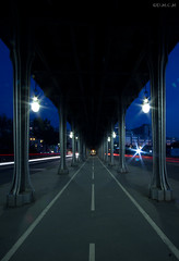 Pont de Bir-Hakeim (D.M.C.M) Tags: bridge light paris france night canon europe metro nacht lumire explore hashi pont myfavorites nuit iledefrance nocturne  viaduc   passy lighttrail furansu      expositionuniverselle  yoru  mesprfres 60d  simtrie dmcm burijji simmitry fgu peulangseu yroppa