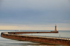 Roker Lighthouse (J-Fish) Tags: england lighthouse pier europe northsea sunderland rokerpier d300s 1685mmf3556gvr rokerlighthouse 1685mmvr