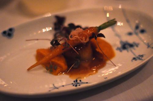 Kammuslinger med gulerod og tamarind