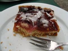 Pflaumenkuchen ... (bayernernst) Tags: berlin deutschland september kuchen 2011 pflaumenkuchen flickrblick sn208733 19092011