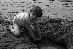 Romane (sense92) Tags: portrait bw white black eau noir pluie nb et enfant fille blanc bb romane tetine pleur abigfave platinumphoto aplusphoto memorycornerportraits sense92