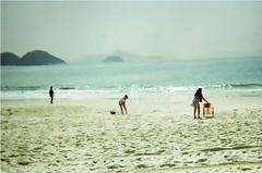 (Carlos Donaduzzi) Tags: summer brazil sun sol praia rio brasil de mar lomo xpro lomography janeiro verão processo lomografia cruzado