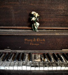 the left behind piano @ mercury house (Aces & Eights Photography) Tags: abandoned decay piano oldhouse abandonedhouse abandonment ruraldecay