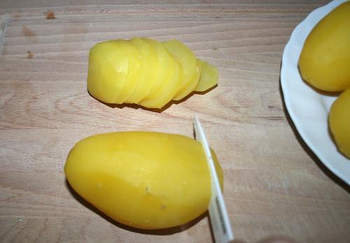 22 - Kartoffeln in Scheiben schneiden