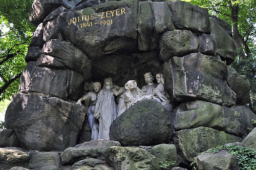 Monument of the Writer Julius Zeyer in Prague (Czech Republic) / Denkmal für den Schriftsteller Julius Zeyer (1841-1901)