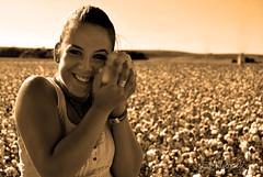 Vero (E.M.López) Tags: sepia mujer retrato cotton otoño octubre cádiz virado posado 2011 verónica bornos algodón algodonal