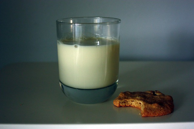 cookie and soymilk
